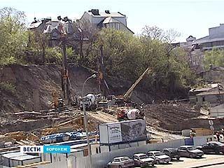 Вопреки предписаниям: строительство многоэтажки у Чернавского моста продолжается