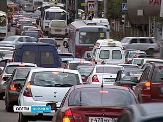 Воронеж обзавёлся атрибутами столицы: пробками, торговыми центрами, элитными катерами