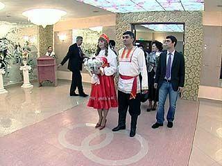 Воронежская пара провела свадьбу в народном стиле