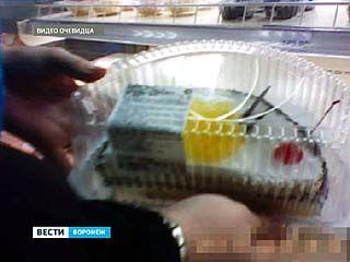 """Воронежская семья отравилась тортом из гипермаркета """"Линия"""""""