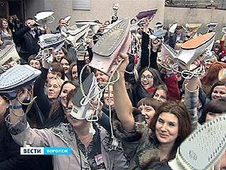 Воронежские дамы боролись с одиночеством с помощью утюга