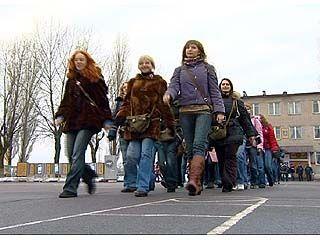 Воронежские девушки прошли однодневную службу в армии