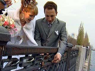 Воронежские молодожены стали прятать семейное счастье под замок