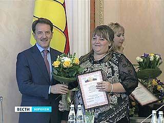 Воронежские педагоги начали принимать поздравления с профессиональным праздником