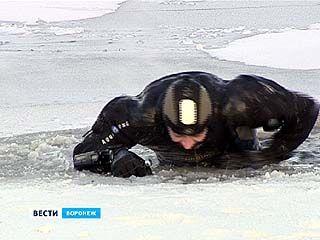 Воронежские спасатели наглядно продемонстрировали, как не утонуть в проруби