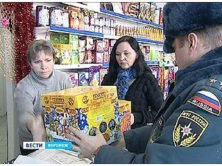 Воронежские спасатели проверили магазины пиротехники