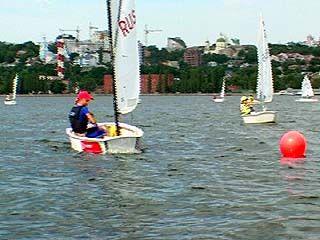Воронежские яхтсмены выделывают трюки на воде