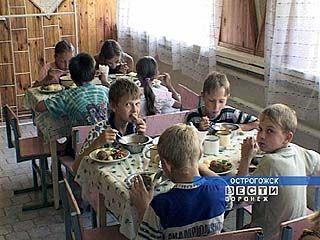 Воронежских детей кормили заплесневелыми фруктами