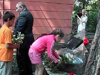 Воронежцы чтят память детей, погибших в 1942 году во время бомбежки