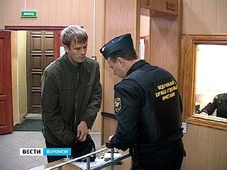Воронежцы пытались пронести в суд 660 запрещенных предметов в течение года
