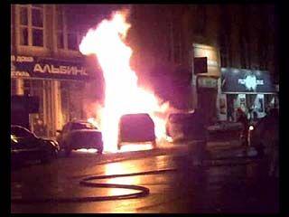 Возле ресторана на Пушкинской сгорели сразу три автомобиля