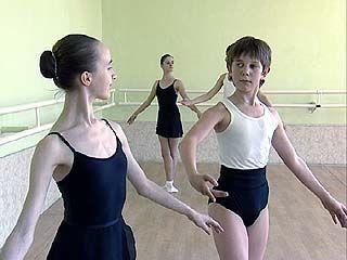Выпускников хореографического училища призывают защищать Родину