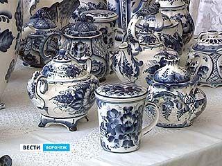 Выставка гжельской керамики открылась в выставочном зале на Кирова