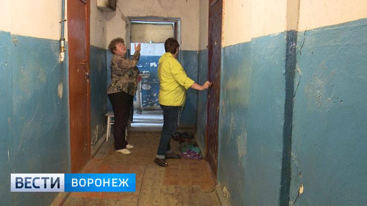 Жители посёлка под Воронежем требуют снести непригодный для жилья барак