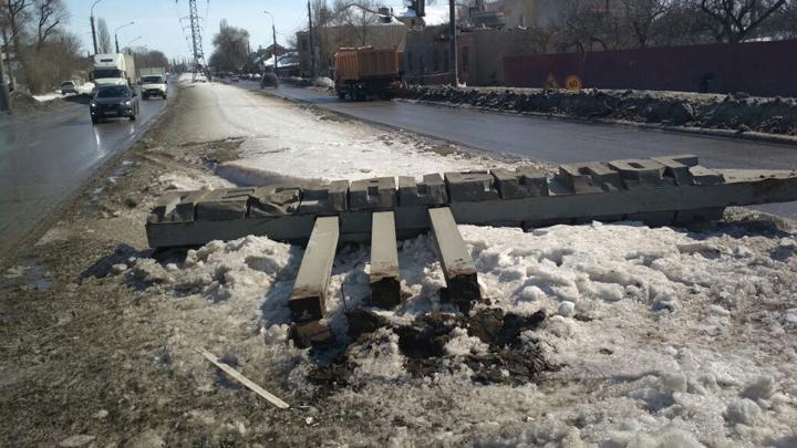 Повреждённую в ДТП стелу «Песчаный лог» в Воронеже реконструируют