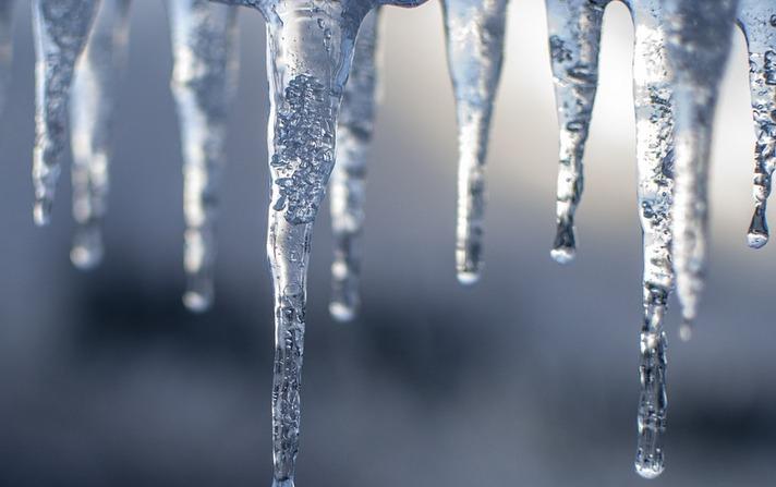 Очистка кровли от снега и наледи правила
