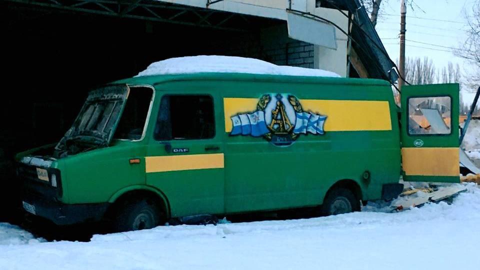 Предпринимательница: неизвестные разбили авто, мешавшее сносу шиномонтажа в Воронеже