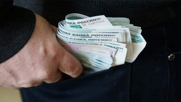 Взявший 600 тыс. рублей за «решение вопроса в суде» воронежский оперативник признал вину