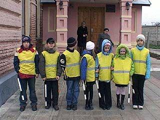 Юные инспектора дорожного движения дежурили на ул. Димитрова