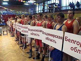 За награды в Воронеже поборются боксеры из 17 областей