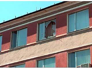 Задержанный за мелкое хулиганство выбросился из окна РОВД