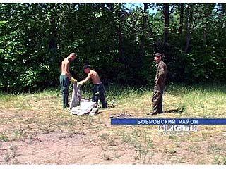 Заключенные Бобровской колонии приняли участие в очистке берегов Битюга
