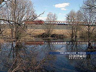 Железная дорога встречает паводок