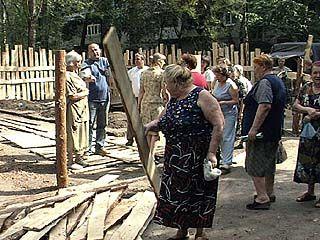 Жильцы трех домов устроили стихийный митинг