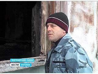 Житель Богучарского района вытащил из горящего дома трехлетнего мальчика