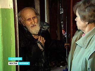 Житель Семилук устроил в своей квартире свалку