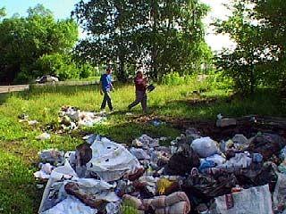 """Жители поселений устроили свалку мусора на трассе """"Дон"""""""