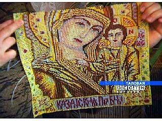 Жительница Таловой делает иконы из бисера