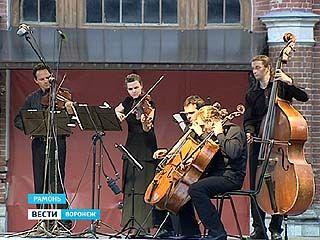 Знаковые музыканты Европы играют у стен замка принцессы Ольденбургской