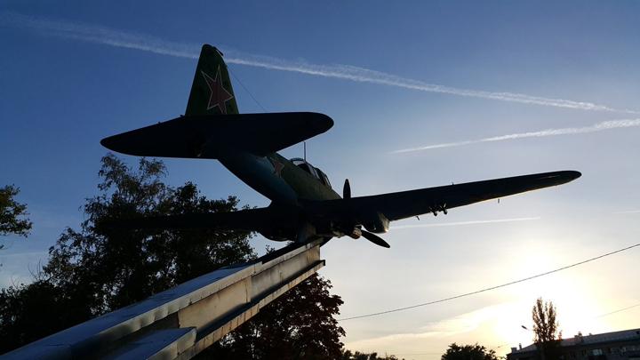 8 мая 1979 года. В Воронеже установлен памятник легендарному штуpмовику Ил-2
