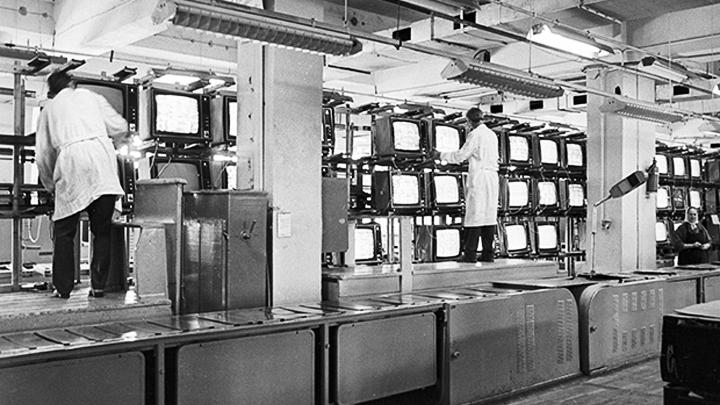 Май 1954 года. В Воронеже состоялась пеpвая пеpедача любительского телецентpа