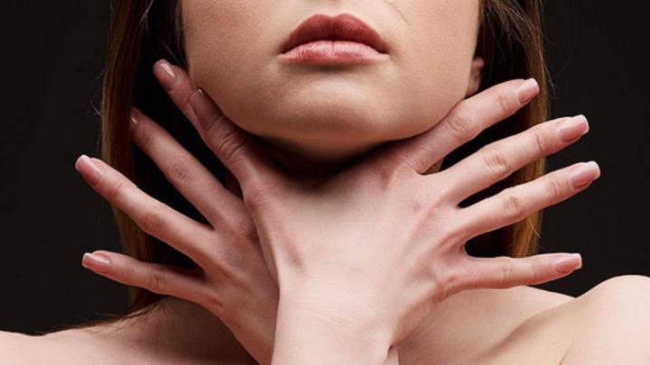 Наш рецепт: почему стоит «ком в горле» и как от него избавиться