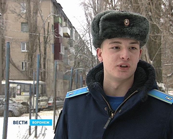 Сергей Шойгу наградил спасшего детей воронежского курсанта