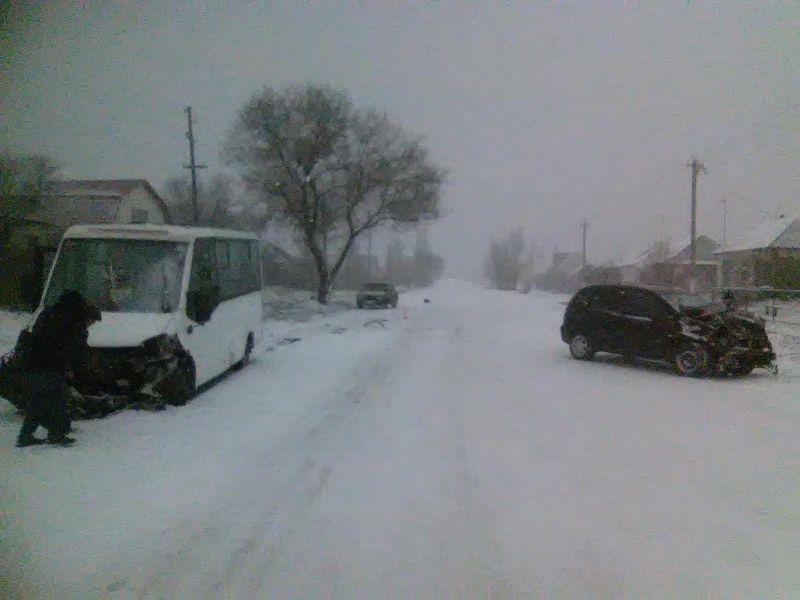 ВДТП смаршрутным автобусом вВоронежской области пострадали двое несовершеннолетних