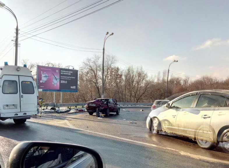 ВВоронеже вмассовом ДТП сучастием 4 авто пострадал мужчина