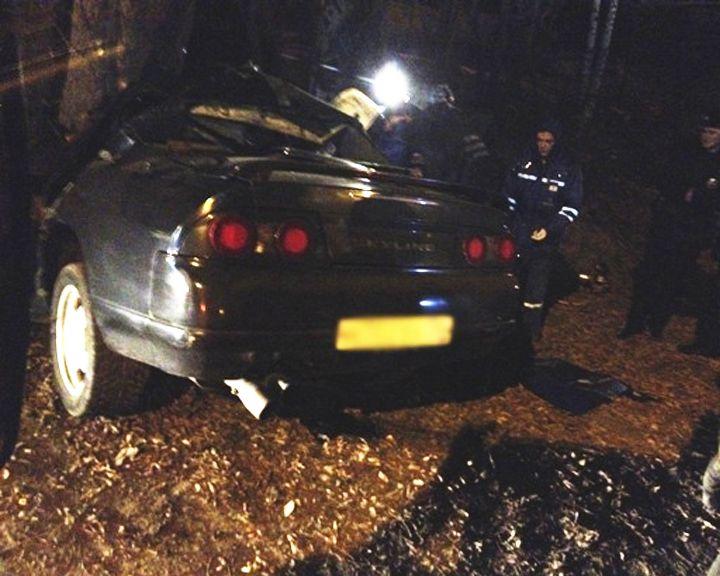 Вцентре Воронежа иностранная машина врезалась вдерево, пострадали люди