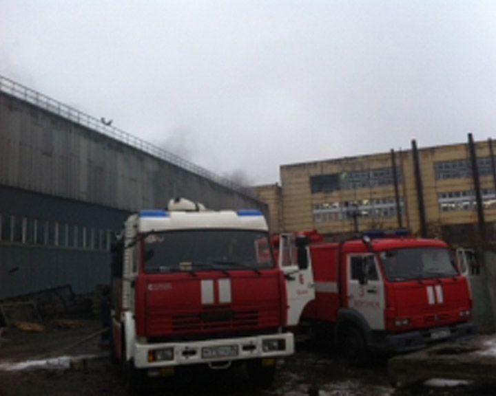 Пожарные устранили возгорание лакокрасочных материалов наскладе вВоронеже