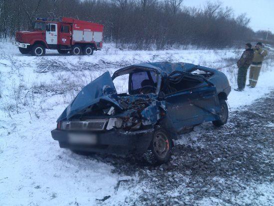 ВВоронежской области шофёр легковушки умер при столкновении сэлектричкой