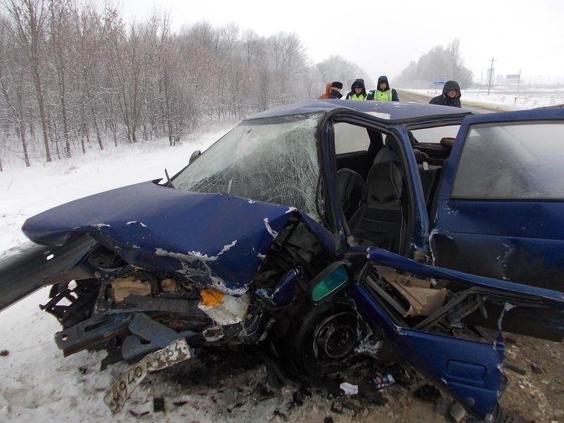 ВВоронежской области встолкновении легковых машин 1 человек умер и3 пострадали