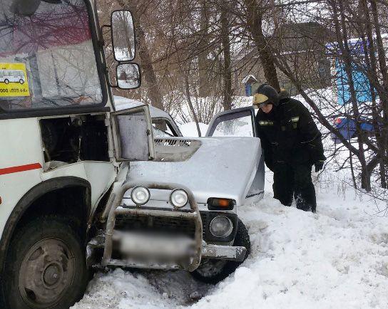 ВВоронеже двое мужчин пострадали в трагедии маршрутного «ПАЗа» и«Нивы»