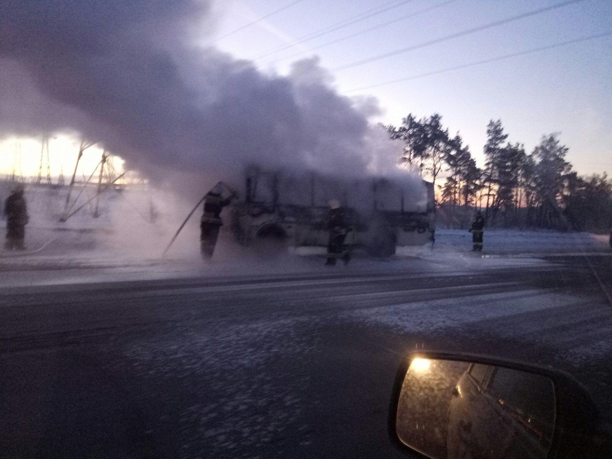 Рано утром вворонежском микрорайоне Машмет сгорел автобус