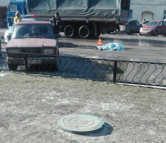 ВВоронеже наулице Машиностроителей фургон сбил насмерть женщину