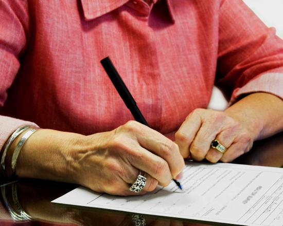 Помощник воронежской пенсионерки два раза реализовал ееквартиру