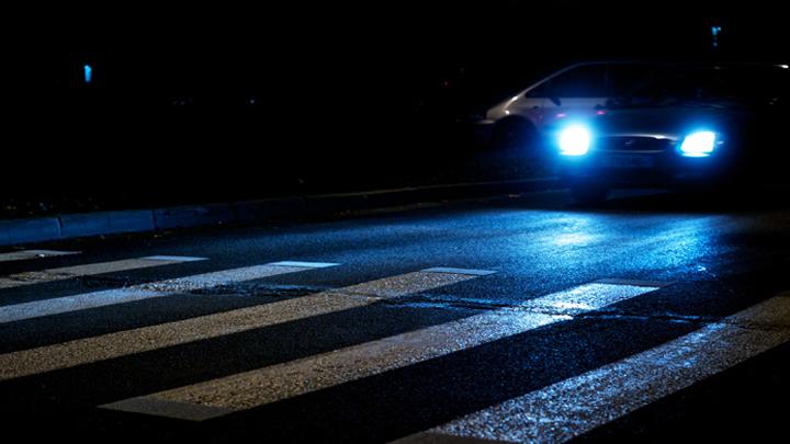 Иностранная машина насмерть сбила женщину наостановке вВоронеже