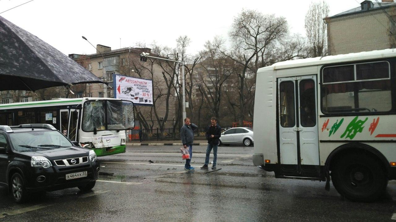 Пассажир пострадал вДТП 2-х автобусов имаршрутки вВоронеже