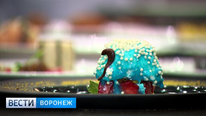 Воронежцы пробовали торт-самолет исладкого Петра I